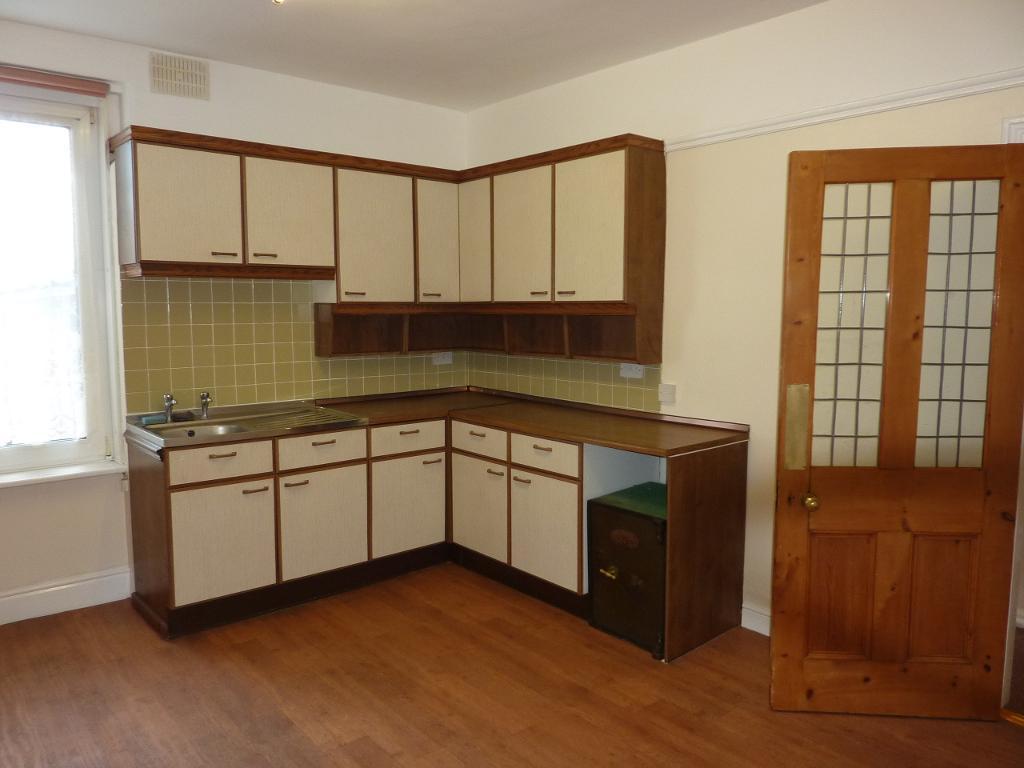 3 Bedroom Flat to Rent in Rhos on Sea, LL28 4PP