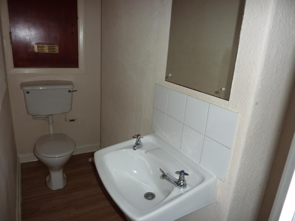 1 Bedroom Flat for Sale in Colwyn Bay, LL29 9PW