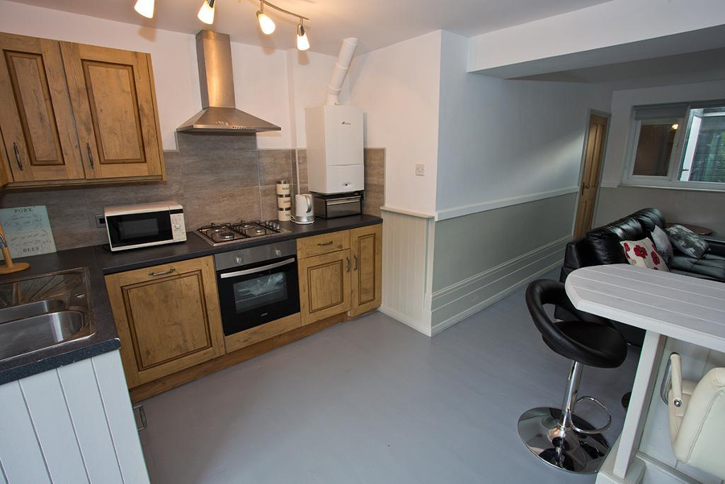 2 Bed Maisonette Property to Rent in Llanrwst, LL26 0NF
