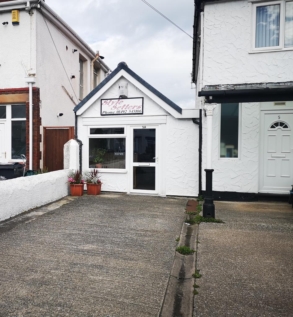 Commercial Premises Property to Rent in Penrhyn Bay, LL30 3EP