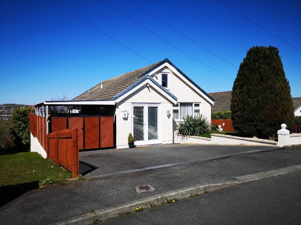 4 Bed Detached Property for Sale in Colwyn Bay, LL28 4UY