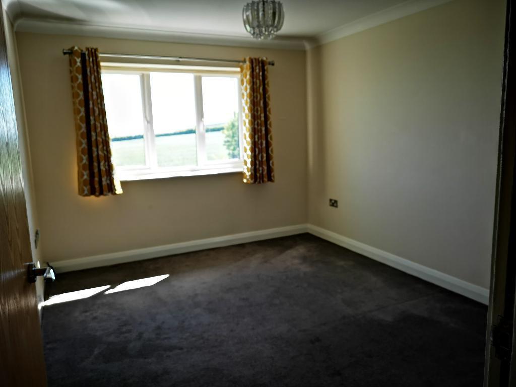 2 Bedroom Flat for Sale in Llysfaen, LL29 8TJ