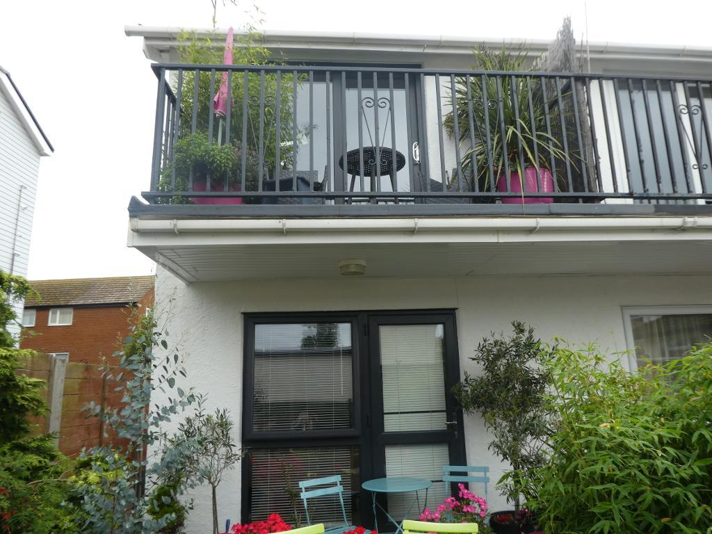 1 Bed Maisonette Property for Sale in Rhos on Sea, LL28 4NS